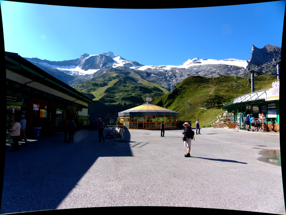 We took the first gondola up to the Hintertux mid station. The walk starts to the right of the kiosk at the end, Then turn left to the viewpoint on the knoll.