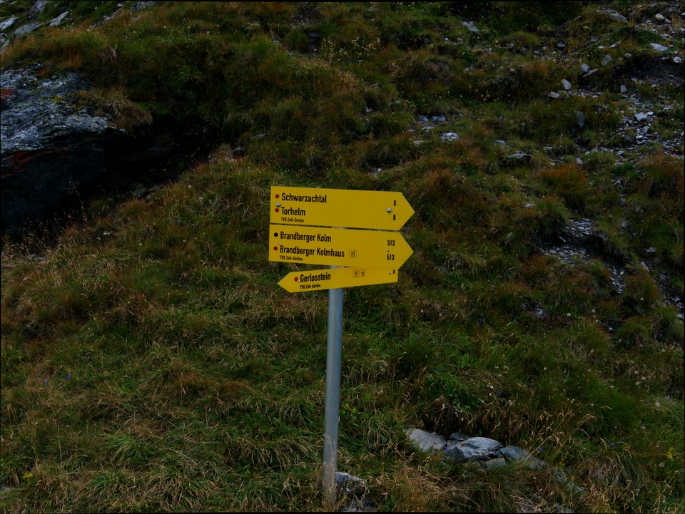 The path off the ridge to Torhelm is clearly marked. There is a short, steep descent here.