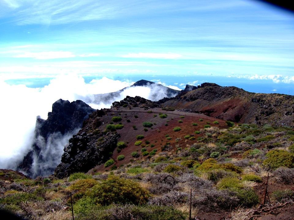 Soon after midday the caldera starts to fill with cloud
