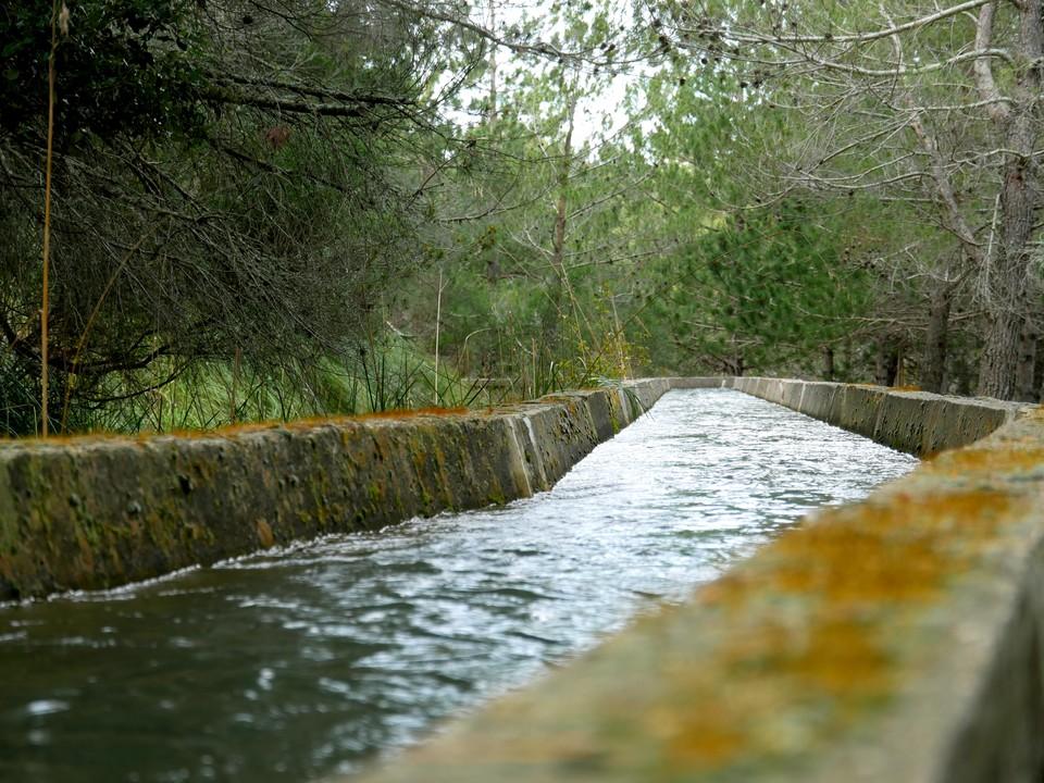 Aqueduct running full