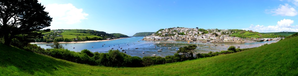Now just past Snapes Point and we have panoramic views of Salcombe Harbour, Salcombe and Batson Creek