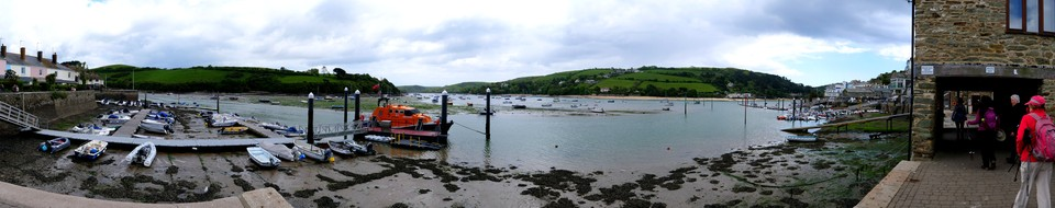 Follow the path that runs close to the shore along Victoria Quay past Salcombe Lifeboat