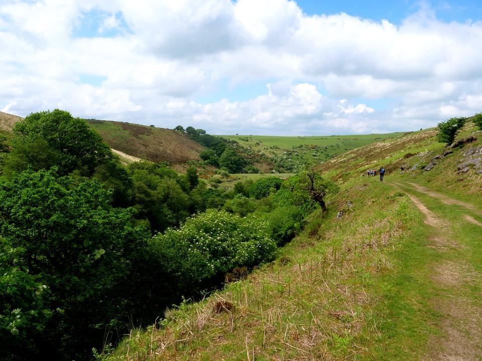 Heading down the West Oakment valley towards Vellake corner