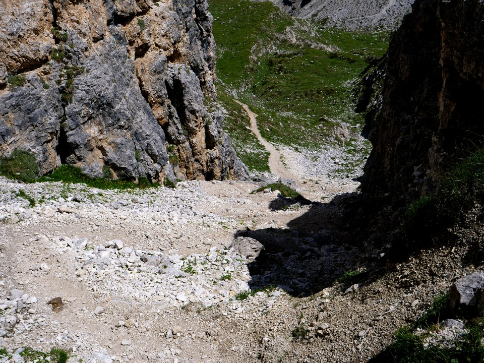 The descent is quite short and the path in reasonable condition