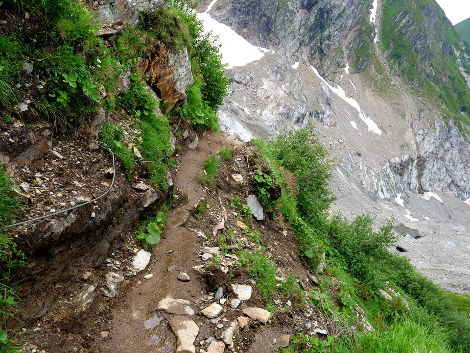 Path can be narrow with steep drops