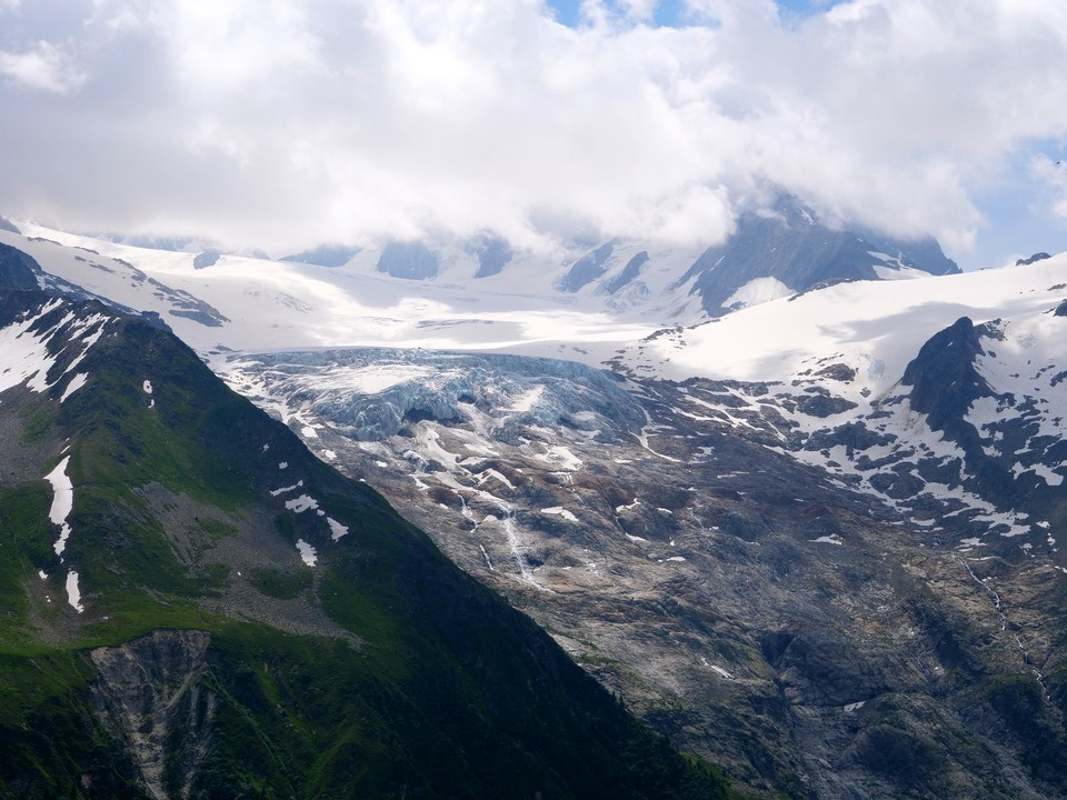 Views of Glacier des Grands on the far side