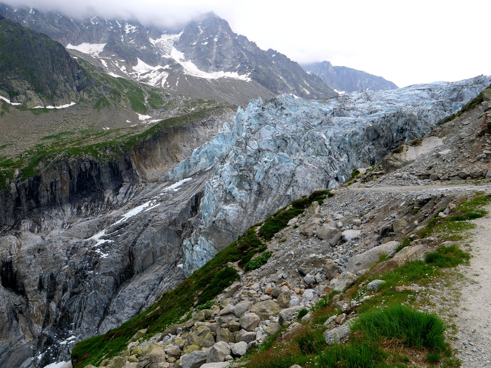 The track reaches a viewpoint with spectacular views of the Glacier d'Argentiere