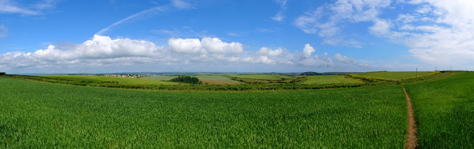 Approaching Rew Cross. A panorama looking North