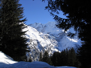 2005-01-11-14-45-38_wengen-holiday-jan-2005-061_wengen-holiday-jan-2005.jpg   	    Walking in Winter Snow, Wengen, Switzerland. Walking Grutschalp to Murren to Gimmelwald