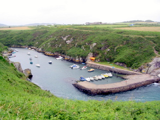 2006-06-20-14-16-21_pembroke_june_2006-229_pembroke_coast_whitesands_bay_st_davids.jpg  pembroke_coast_whitesands_bay_st_davids