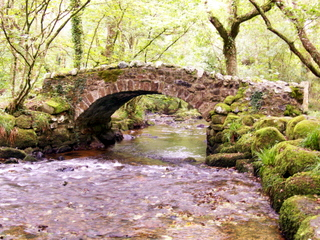 2006-09-27-11-34-38_bridge-on-bovey-p1000095_bovey-bridges.jpg  bovey bridges