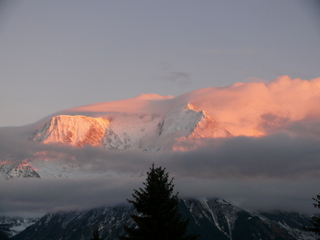 2007-01-12-17-12-15_p1010333_mt-blanc-views-at-sunset-le-betex-st-gervais.jpg  Mt Blanc views at sunset Le Betex St Gervais
