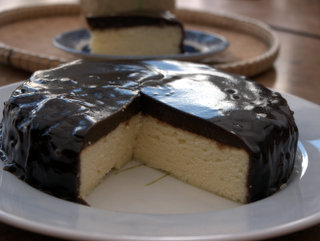 2013-02-14-15-10-34_p1100027_soft-white-sponge-cake-with-chocolate-jelly-topping.jpg  This is a soft white sponge cake with a chocolate jelly topping that is both gluten-free and dairy-free